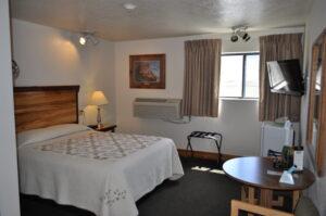 Yellowstone-village-inn-queen-room