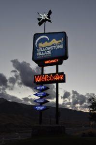 gardiner-mt-hotels-welcome-sign